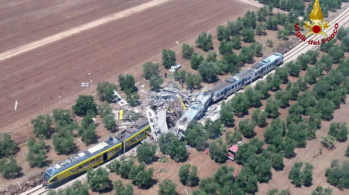 Andria Zammi İtalya'da tren kazası: en az 10 ölü | fortune turkey